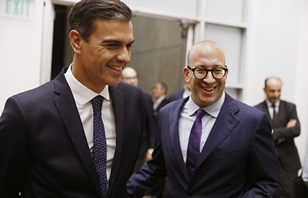 Photo of Spanish prime minister Sanchez and Jacob Soll