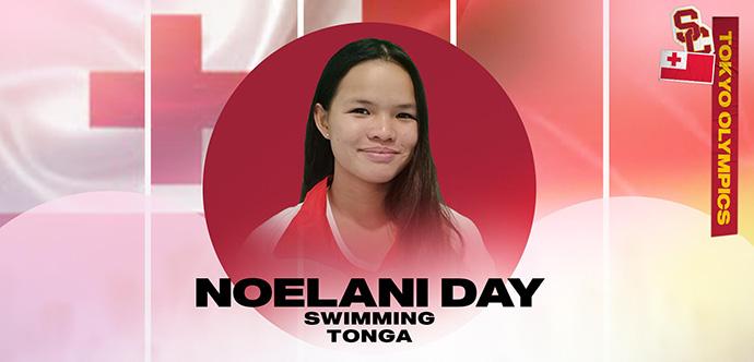 Noelani Dai smaida no sarkanā apļa, uz kuras un uz Tongas karoga fona ir uzrakstīts viņas vārds, sporta specialitāte un valsts.